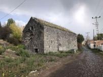 Defineciler 100 Yillik Kiliseyi Talan Etti