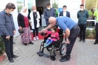 Emniyet Müdürü Yilmaz'dan Engelli Çocuga Akülü Araba