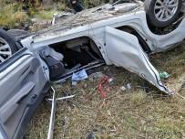 Dere Yatagina Uçan Otomobildeki 2 Kisi Ölü Bulundu