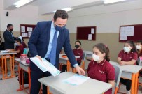 Ortaokul Ögrencilerine LGS Soru Fasikülleri Dagitiliyor