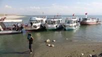 Van Gölü'nde Kuraklik Etkisi Açiklamasi Balikçi Tekneleri Limana Yanasamadi