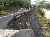 Salipazari'nda Yol Çöktü