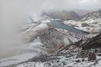 Yüksekova'nin Yüksek Kesimlerine Mevsimin Ilk Kari Yagdi