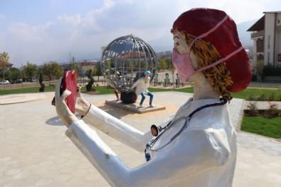 CHP'nin yaptırdığı heykeli 'AK Parti yaptı' diyerek alay eden İYİ Partili Özkan paylaşımını sildi Haberi
