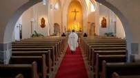 Kilisede 3 binden fazla pedofil din adamı!