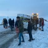 Ağrı'da Köy Minibüsü Devrildi Açıklaması 5 Yaralı