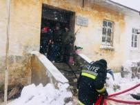 Ezine'de Köy Okulunda Yangın