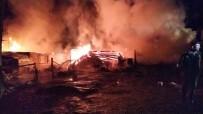 Kastamonu'da Çıkan Yangında Bir Ev Ve Ahır Küle Döndü