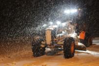 Bayburt Ve Erzincan'ın Yüksek Kesimlerinde Kar Yağışı Nedeniyle Ulaşım Güçlükle Sağlanıyor