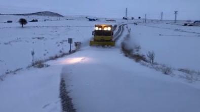 Karla Kaplanan Köy Yolları Ulaşıma Açıldı Açıklaması Mahsur Kalan 3 Araç Kurtarıldı