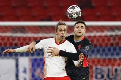 Ozan Kabak, Liverpool'da maçın adamı seçildi!