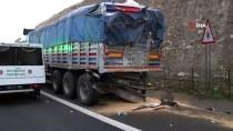 Şanlıurfa'da Yolcu Otobüsü Tıra Arkadan Çarptı Açıklaması 3 Ölü, 30 Yaralı