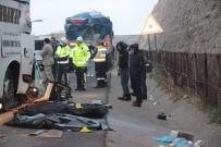 Yolcu Otobüsü Tıra Arkadan Çarptı Açıklaması 3 Ölü, 30 Yaralı
