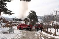 Alevlere Teslim Olan 2 Katlı Ev Kullanılamaz Hale Geldi