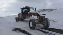 Iğdır'da Kar Yağışı 14 Köy Yolunu Ulaşıma Kapattı