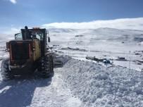 Kars'ta Özel İdare Ekipleri Kapalı Yolları Tek Tek Açtı