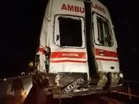 Rize'de Kazaya Müdahale Etmeye Giden Ambulansla Tır Çarpıştı