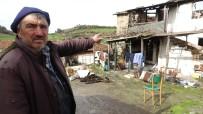 Çanakkale'de Yıldırım Düşen Ev Küle Döndü, Kadınlar Gözyaşlarını Tutamadı