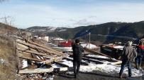 Taşköprü'de Etkili Olan Şiddetli Fırtına Çatıları Uçurdu