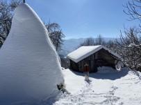 Bartın'da Kar Yağışının Ardından Dev Buz Sarkıtları Oluştu