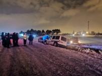 'Dur' İhtarına Uymayan Ehliyetsiz Sürücü Ve Beraberindekiler Kaza Yapınca Yakalandı