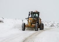 Talas Belediyesi Kar Temizleme Çalışmalarına Aralıksız Devam Ediyor