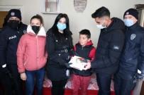Yozgat'ta Öğrencinin Tablet İsteğini Polisler Karşıladı