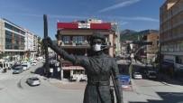 Bucak Belediyesinden Oğuzhan Anıtı'na Maske