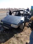 Karaman'da Kamyonetle Otomobil Çarpıştı Açıklaması 1 Ölü, 2 Yaralı