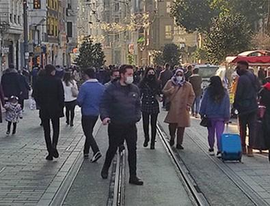 Vatandaş İstiklal Caddesi'ne akın etti!