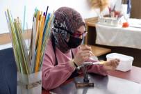 Atık Şişeler Ve Ham Camlar Kadınların Ellerinde Sanat Eserine Dönüşüyor