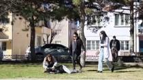 Uşak'ta Parkta Bayılan Hastaya Müdahale İçin Giden Hemşire Sürpriz Evlilik Teklifiyle Karşılaştı