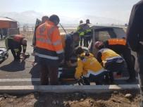 Kamyon Ve Otomobilin Çarpıştığı Kazada 3 Kişi Yaralandı