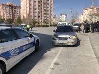 Ticari Araç İle Otomobili Karıştığı Kazada Şans Eseri Yaralanan Olmadı