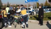 Kamyonet İle Çarpışan Motosikletteki 2 Kişi Yaralandı