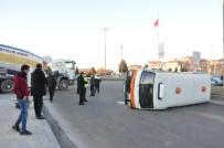 Karaman'da Beton Mikseri İle Çarpışan Minibüs Devrildi