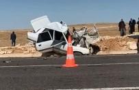 Otomobil Minibüsle Çarpıştı Açıklaması1 Ölü, 3 Yaralı