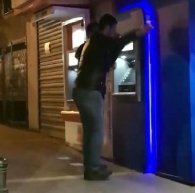 Halay çeken ATM hırsızları yakalandı! Akılalmaz görüntüler: Çaldıkları paraları böyle çektiler
