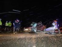 Otomobil Kamyonete Arkadan Çarptı Açıklaması1 Ölü, 1 Yaralı