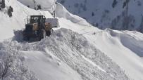 Tunceli'de Köy Yollarında Karla Mücadele Devam Ediyor