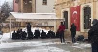 Bayburt'ta Kar Yağışı Altında Cuma Namazı