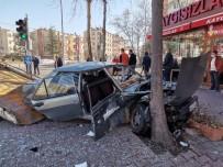 Kayseri'de Sokağa Çıkma Kısıtlamasında Feci Kaza Açıklaması 3 Yaralı