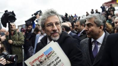 Cumhuriyet gazetesi, Can Dündar'ı troll olarak nitelendirdi