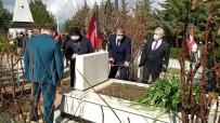 Türkiye'nin İlk Şehit Kadın Pilotu Ayfer Gök, Mezarı Başında Dualarla Anıldı