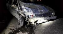2 Otomobil Kafa Kafaya Çarpıştı Açıklaması 1'İ Ağır 3 Yaralı