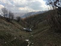 Direksiyon Hakimiyetini Kaybeden Otomobil Şarampole Yuvarlandı