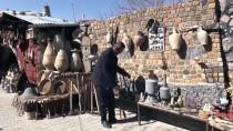 Kayserili Fırıncı Sanat Galerisine Çevirdiği Evinin Bahçesinde Gelecek Nesillere Kültür Elçiliği Yapıyor