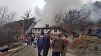 Kastamonu'da İki Ahşap Ev Ve Bir Samanlık Yandı
