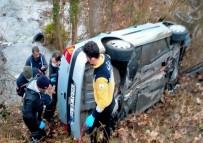 Takla Atan Otomobilde Sıkışan Sürücüyü AFAD Ekipleri Kurtardı