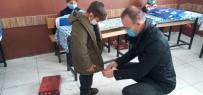 Ağrı Milli Eğitim Müdürü Tekin, İhtiyaç Sahibi Öğrencilere Giyim Yardımı Dağıttı